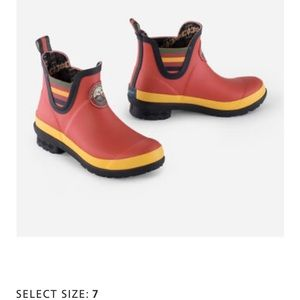 NWOT Never worn Pendleton Chelsea Rain Boots